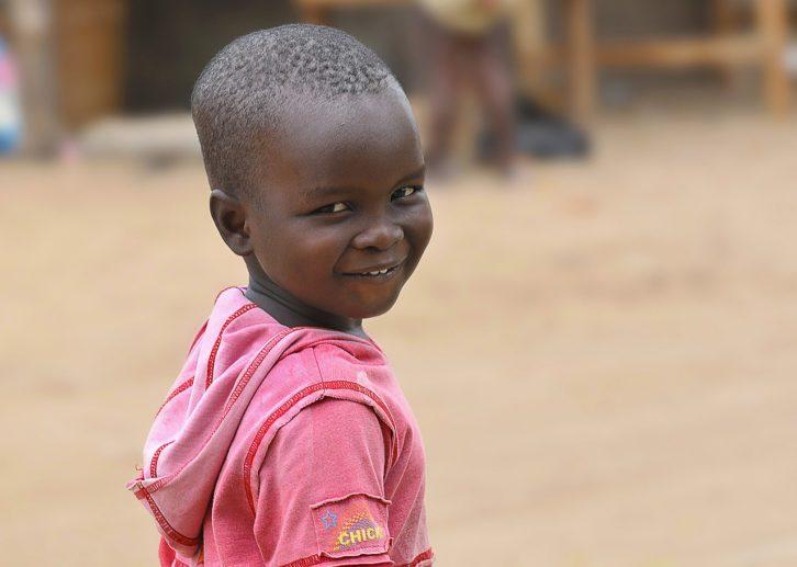Afrikanischer Junge Flüchtling