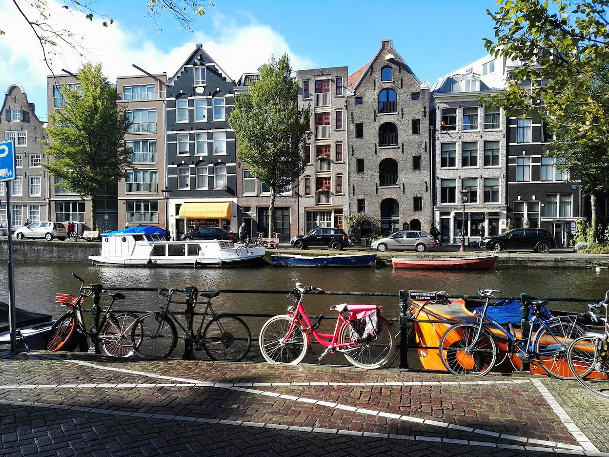Amsterdam Reisen mit Kleinkind Prinsengracht Fahrräder