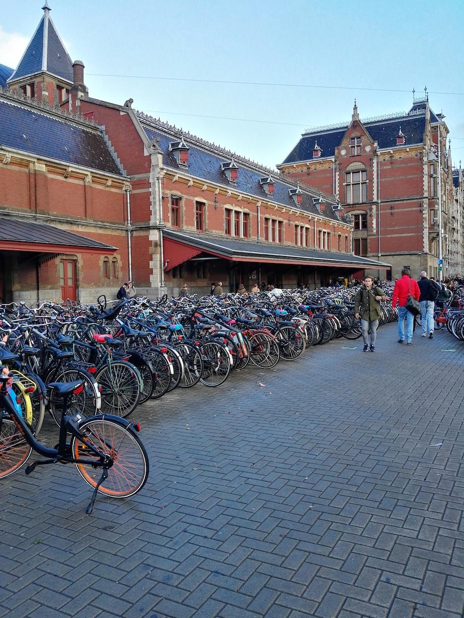 Amsterdam Reisen mit Kleinkind Centraal Hauptbahnhof
