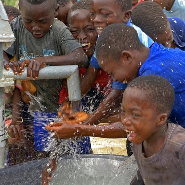 Kinderpatenschaft Word Vision Trinkwasser